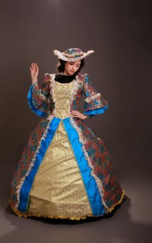 דגם 39 שמלה תכלת זהב רקום מדוגם וכובע קטן