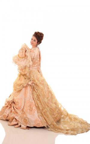 דגם 36 שמלת זהב שובל מיוחדת מאוד